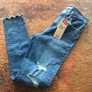 {Levi's} 720 High-Rise Super Skinny Jeans. Size 28